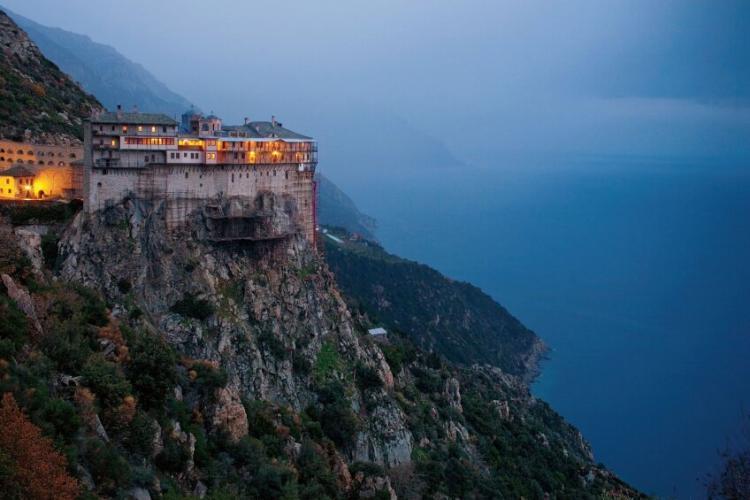 1000 de călugări din mănăstirile de pe Muntele Athos au fost infectați cu COVID