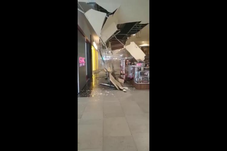 Tavanul Iulius Mall Cluj s-a prăbușit duminică dimineața - VIDEO