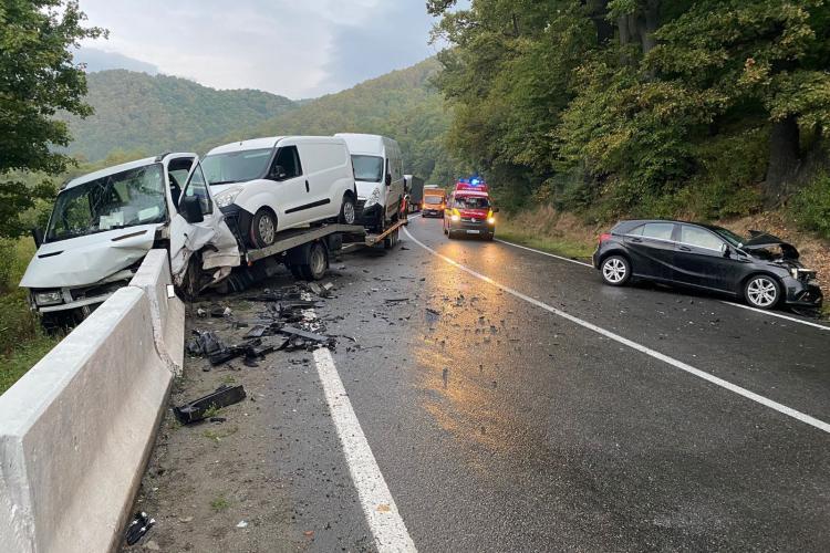 Cluj: 3 persoane au fost rănite în urma unui accident rutier - FOTO