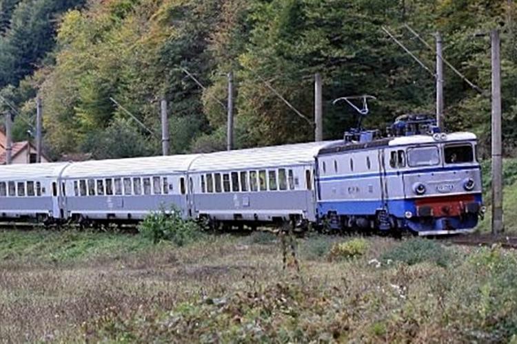 CFR Călători suplimentează cu vagoane trenurile spre Cluj-Napoca în aceste zile, pentru Untold. Cât costă biletele