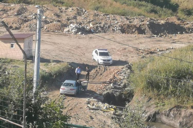 De unde vine acest tupeu la Cluj? Constructorul de pe strada Victor Papilian a blocat accesul executorului și al poliției - FOTO