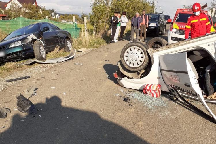 VIDEO - Mașină răsturnată în Dej, în urma unui accident violent