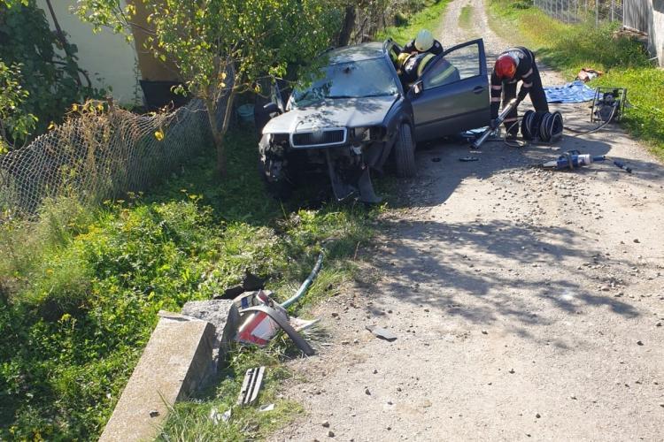 Cluj: Un floreștean a MURIT și alte 3 persoane au fost rănite după ce mașina lor a intrat într-un cap de pod - FOTO