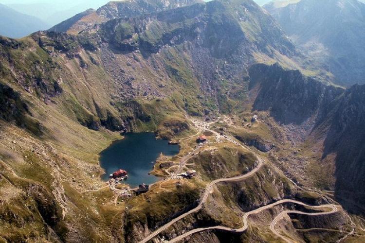 Transfăgărăşanul se închide sâmbătă între Vidraru şi Bâlea Lac pentru cel mai dificil triatlon din România