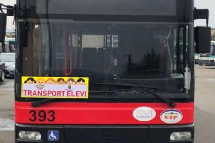 Fetiță trasă de urechi și bruscată în autobuzul școlar de o polițistă locală din Florești