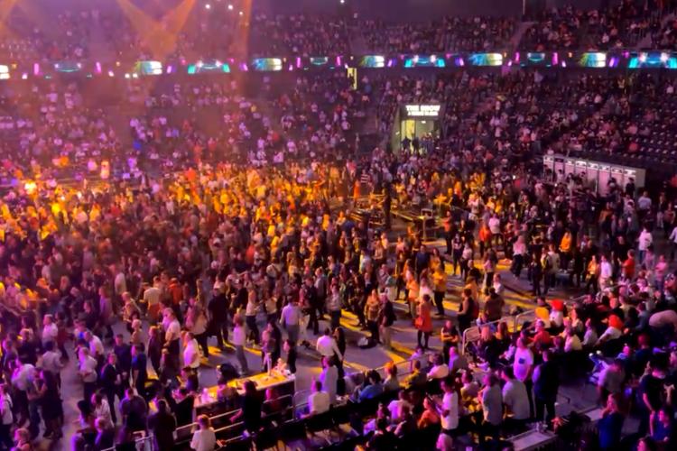 Mii de oameni la o discotecă din Sala Polivalentă, fără mască. Nu s-a dat nicio sancțiune - VIDEO și FOTO
