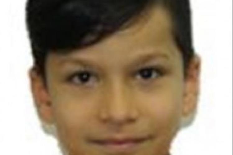 Un băieţel de 10 ani din Alba Iulia a dispărut din faţa blocului, mama sa crede că a fost răpit de tată. Dacă îl vedeţi, sunaţi la 112 - FOTO