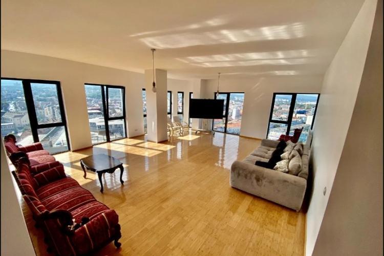 Penthouse de 2 MILIOANE de euro în centrul Clujului. Are 10 dormitoare, 6 băi și 3 livinguri - FOTO