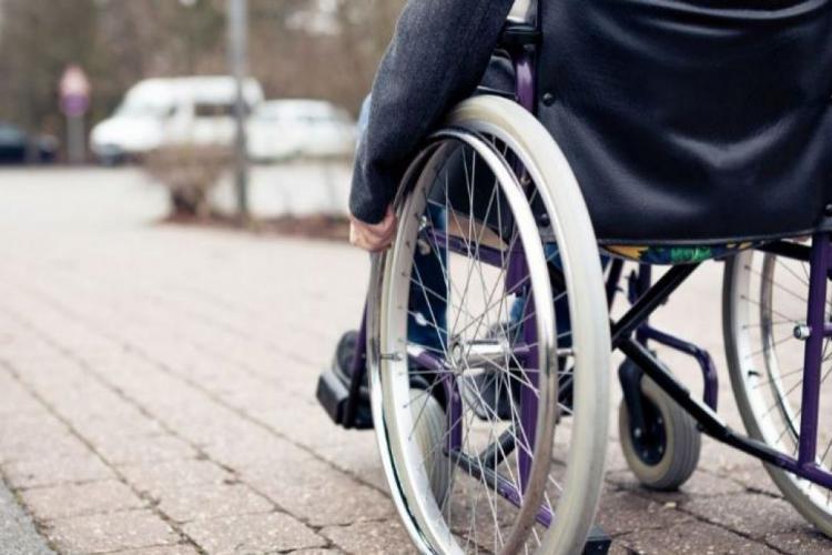 Clujean în scaun cu rotile, lovit de o mașină de gunoi la Iara. A fost o clipă de neatenție