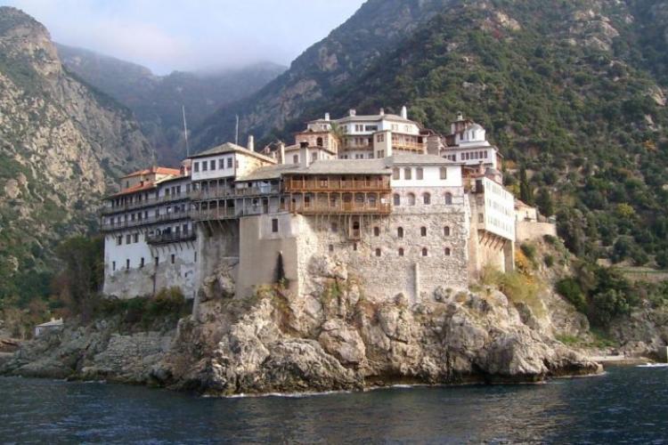 Schitul românesc Prodromu: Nu este niciun focar uriaș de COVID-19 în mănăstirile de pe Muntele Athos. Informația e falsă