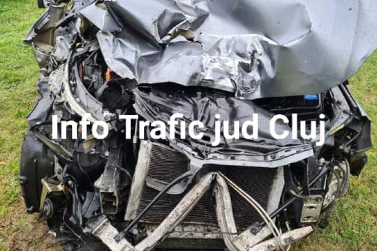 Accident rutier pe autostrada A1. Șoferul a ajuns cu mașină strivită și atrage atenția asupra portului centurii de siguranță- VIDEO IMPACT