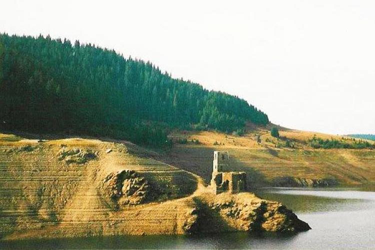 Biserica scufundată de la Beliș, singura dovadă a existenței vechii vetre a satului Beliș - FOTO
