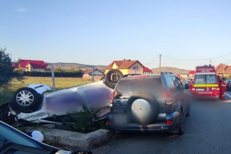 Accident rutier în Gilău! O mașină s-a răsturnat și o femeie a fost rănită -FOTO