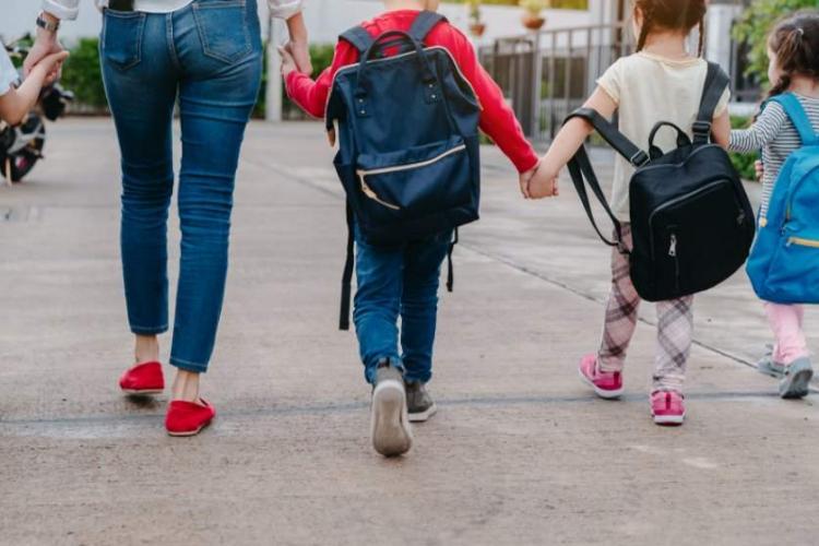 Prima zi de şcoală 2021. Regulile în cazul elevilor care au simptome la şcoală
