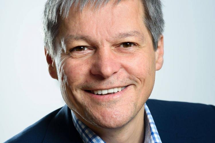 """Cioloș invită PNL la """"decență"""": """"Șmecheria"""" a devenit o calitate în politică"""