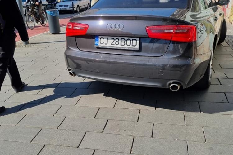 Clujean parcat pe trotuar lângă cinema Victoria, ca un barosan - FOTO