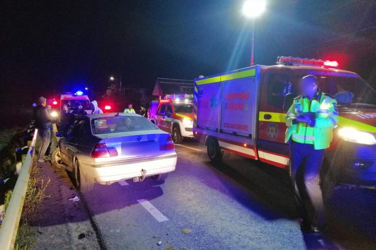 Accident grav la Sânpaul! Pompierii au scos un bărbat încarcerat într-o mașină - FOTO