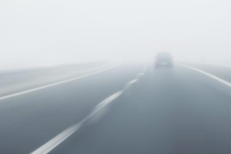 Cod galben de ceață în județul Cluj. Șoferii trebuie să fie atenți la drum