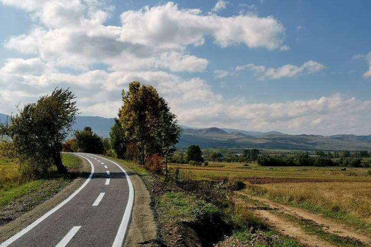 Comuna Sâncraiu tace și face! Are o superbă pistă de biciclete, pe traseul fostei linii de mocăniță - FOTO