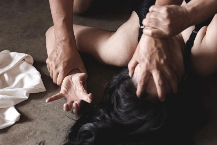 Clipe de groază pentru o femeie din Cluj. A fost sechestrată, violată și jefuită de un individ din Cluj-Napoca - FOTO