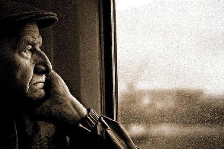 Poveste de dragoste cu sfârșit tragic. De dorul soției sale, un bătrân s-a aruncat în fața trenului