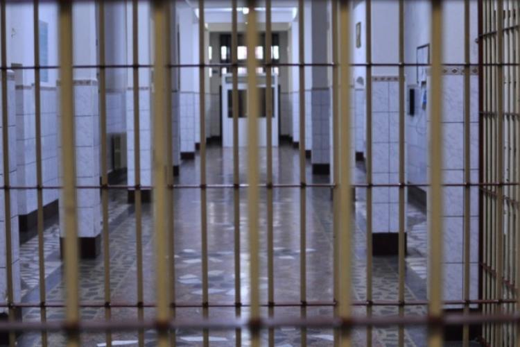 Cluj: Tânăr de 25 de ani închis pentru 1 an și 5 luni, după ce a condus fără permis
