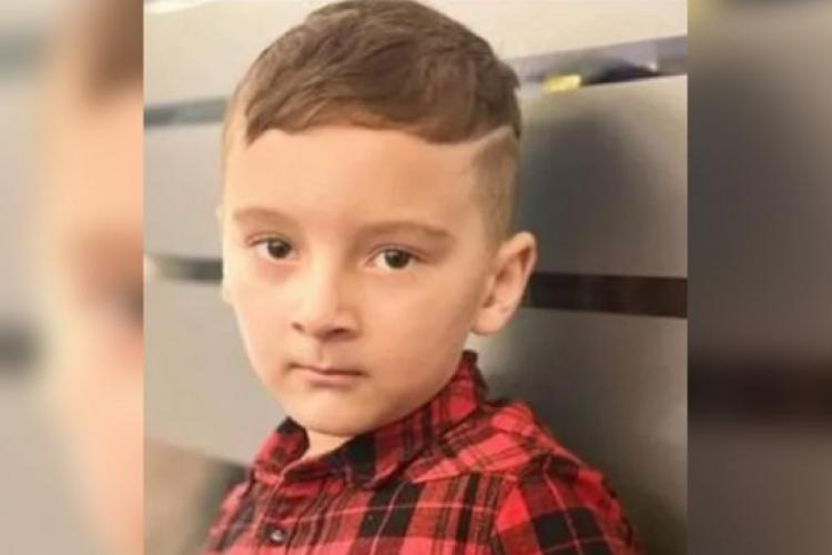 Copil român de cinci ani, răpit în plină stradă de patru bărbați care l-au băgat într-o dubă