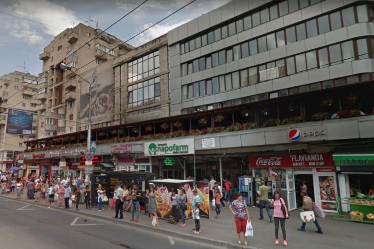 Modernizarea Pieței Mărăști nu se atinge de clădirea lui Costică Pocol, unde e un adevărat bazar turcesc de prost gust - FOTO