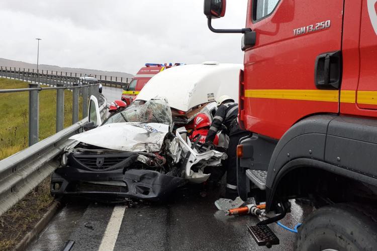 Cluj: Un șofer de 23 de ani a intrat pe contrasens și a fost lovit de un TIR - VIDEO