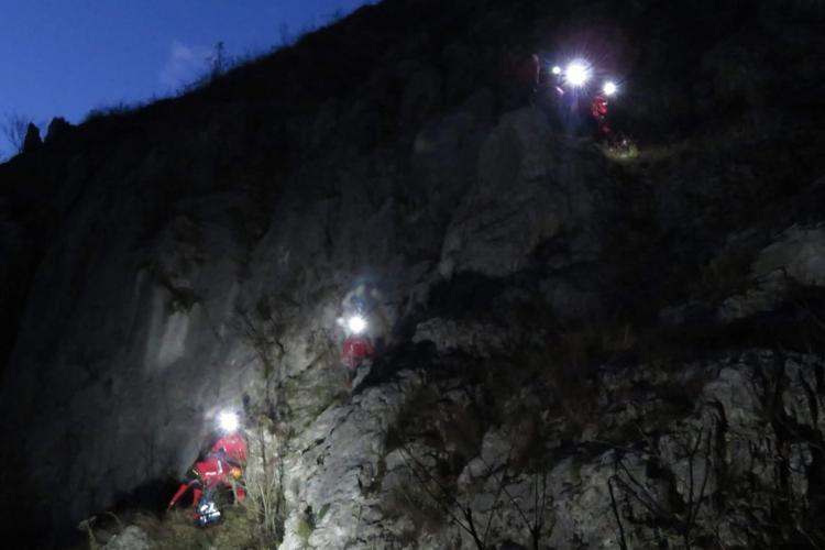 Salvamontiştii caută un turist rătăcit pe munte