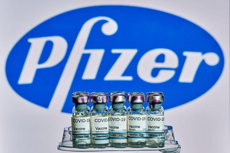 Două doze ale vaccinului Pfizer, eficiente pentru evitarea formelor grave de COVID-19 până la 6 luni