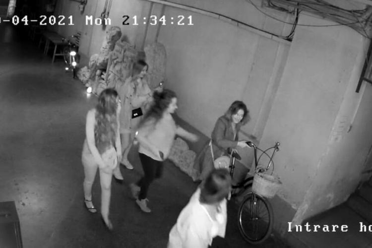 Cinci franțuzoaice au furat un obiect de decor de la un local din centrul Clujului - FOTO