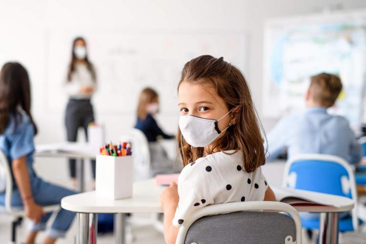Sondaj: 77,5% dintre elevi nu vor să se vaccineze. Numai 7,5% sunt de acord