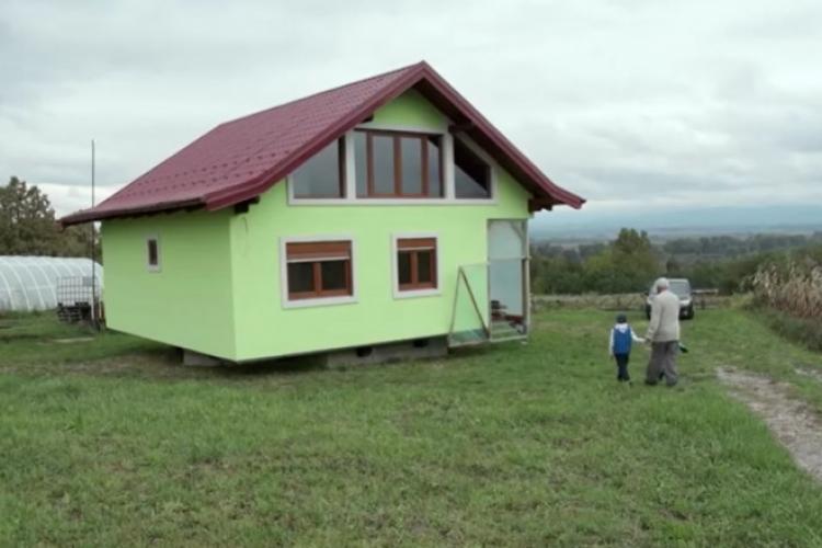 Un bărbat a inventat casa care se rotește, pentru a-i face pe plac soției