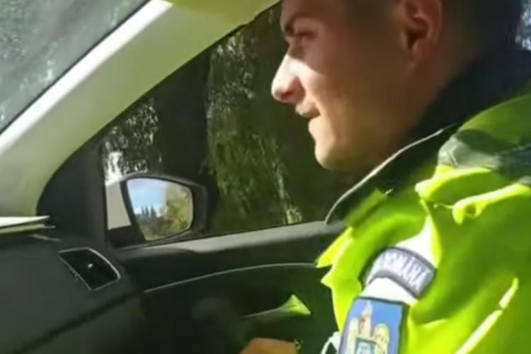 """Polițiștii jignesc o femeie: """"Eşti prea mare, nu mai vede radarul de tine"""" - VIDEO"""
