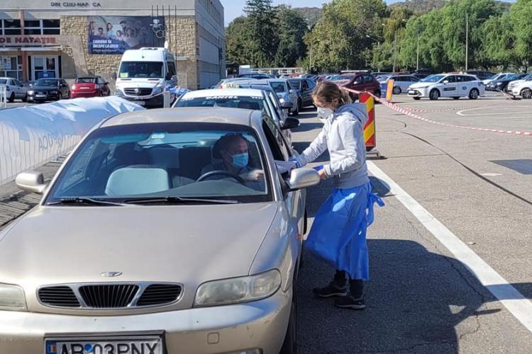 Cluj: La Drive Through este doar vaccin Pfizer. Timpul de așteptare e de 20-35 minute