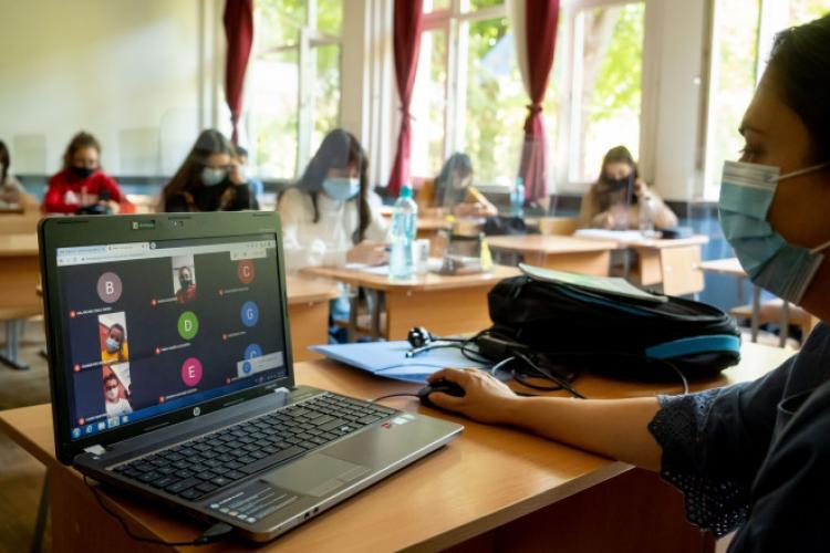 Peste 10.000 de elevi clujeni studiază ONLINE. Câți dintre ei sunt infectați?