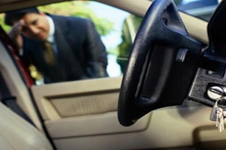 Un turdean i-a furat mașina unui pensionar, care și-a lăsat cheile în portieră