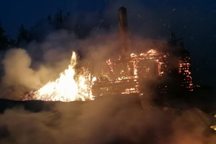 Incendiu devastator la Beliș! Trei case și trei anexe s-au făcut scrum - FOTO și VIDEO