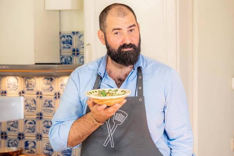 Bucătarul Adi Hădean isi desființează clienții avuți pe litoral