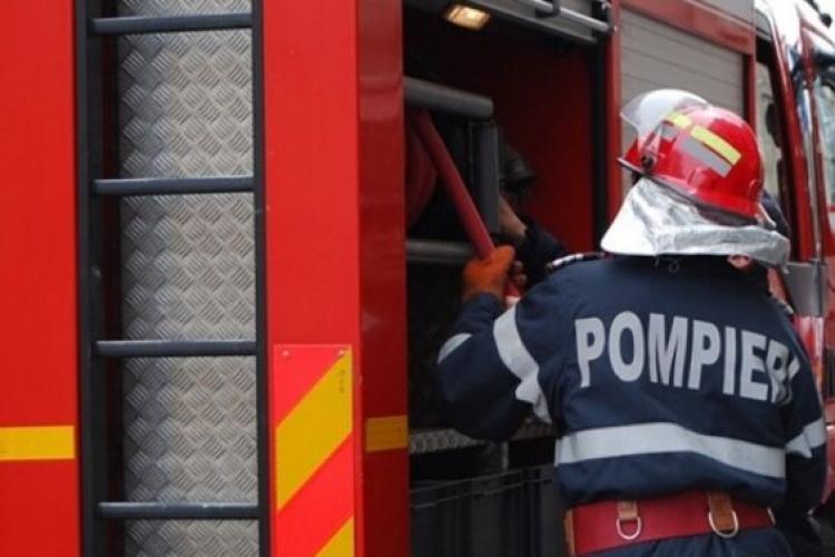 Pompierii au găsit o persoană decedată, în urma unui incendiu izbucnit într-o garsonieră