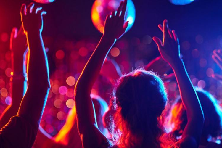 Cluj: Petrecerile s-au mutat din cluburi în cabane. Locația se anunță cu 24 de ore înainte - VIDEO