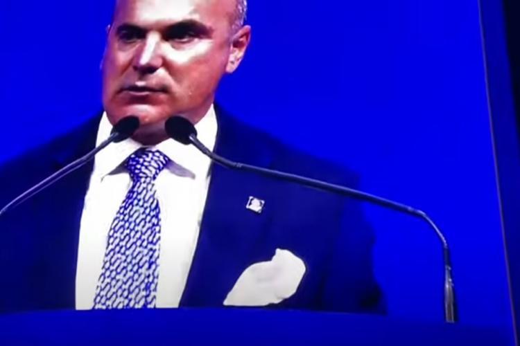 Rareș Bogdan, fluierat și huiduit la Congresul PNL. A plâns pe scenă ca Vadim Tudor - VIDEO