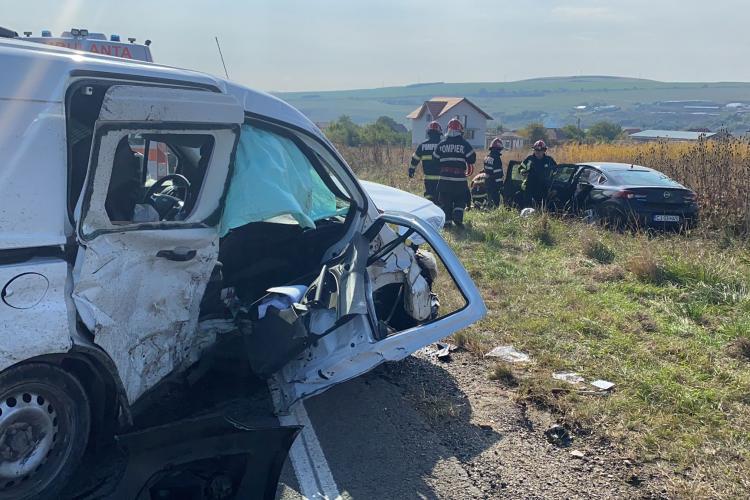 Accident rutier GRAV la Copăceni! Un șofer a rămas încarcerat - FOTO
