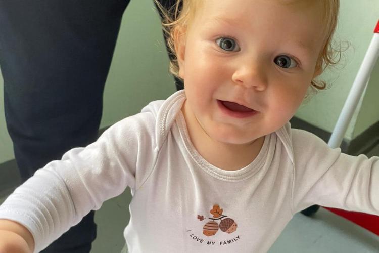 """Cluj: Patrick, un băiețel de 1 an, are nevoie de ajutorul nostru, în lupta cu cancerul: """"Dacă nu-l ajutăm, el nu va mai putea să vadă"""""""