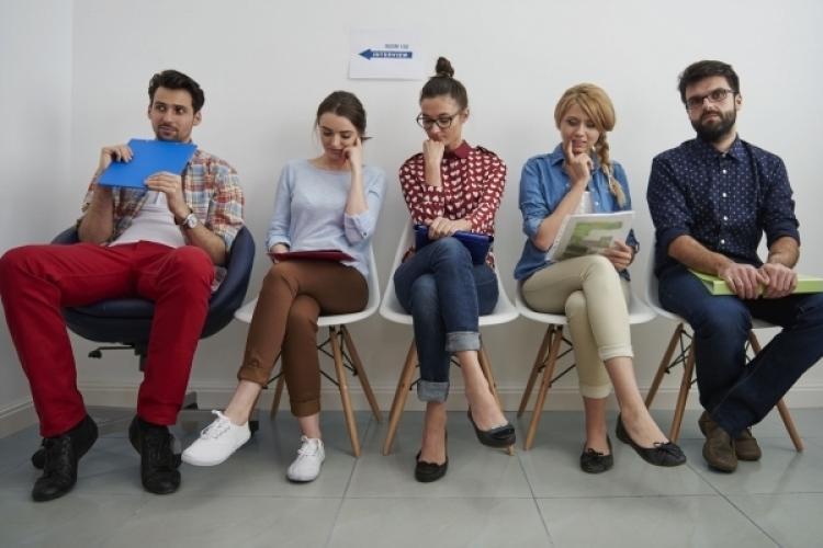 Doar 17,7% dintre tineri spun că s-au și angajat în ultimele 6 luni, în ciuda celor peste 330.000 de aplicări lunare