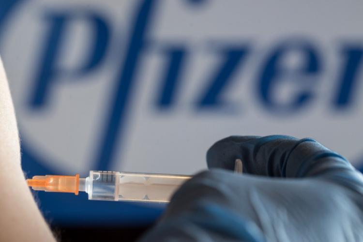 Peste 300.000 de doze noi de vaccin Pfizer ajung în România astăzi