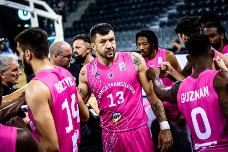 """Cum au ajuns campionii de la U-BT Cluj să poarte echipamente roz: """"Am donat toți banii pentru lupta împotriva cancerului"""