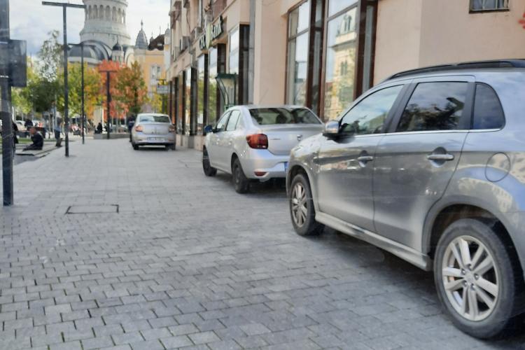 Scuarul de la CEC, amenajat pe bani europeni, a devenit parcare pentru CEC - FOTO
