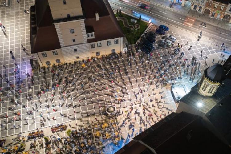 Doi metri între persoanele care participă la slujbele religioase sau procesiuni. Noile reguli publicate în Monitorul Oficial